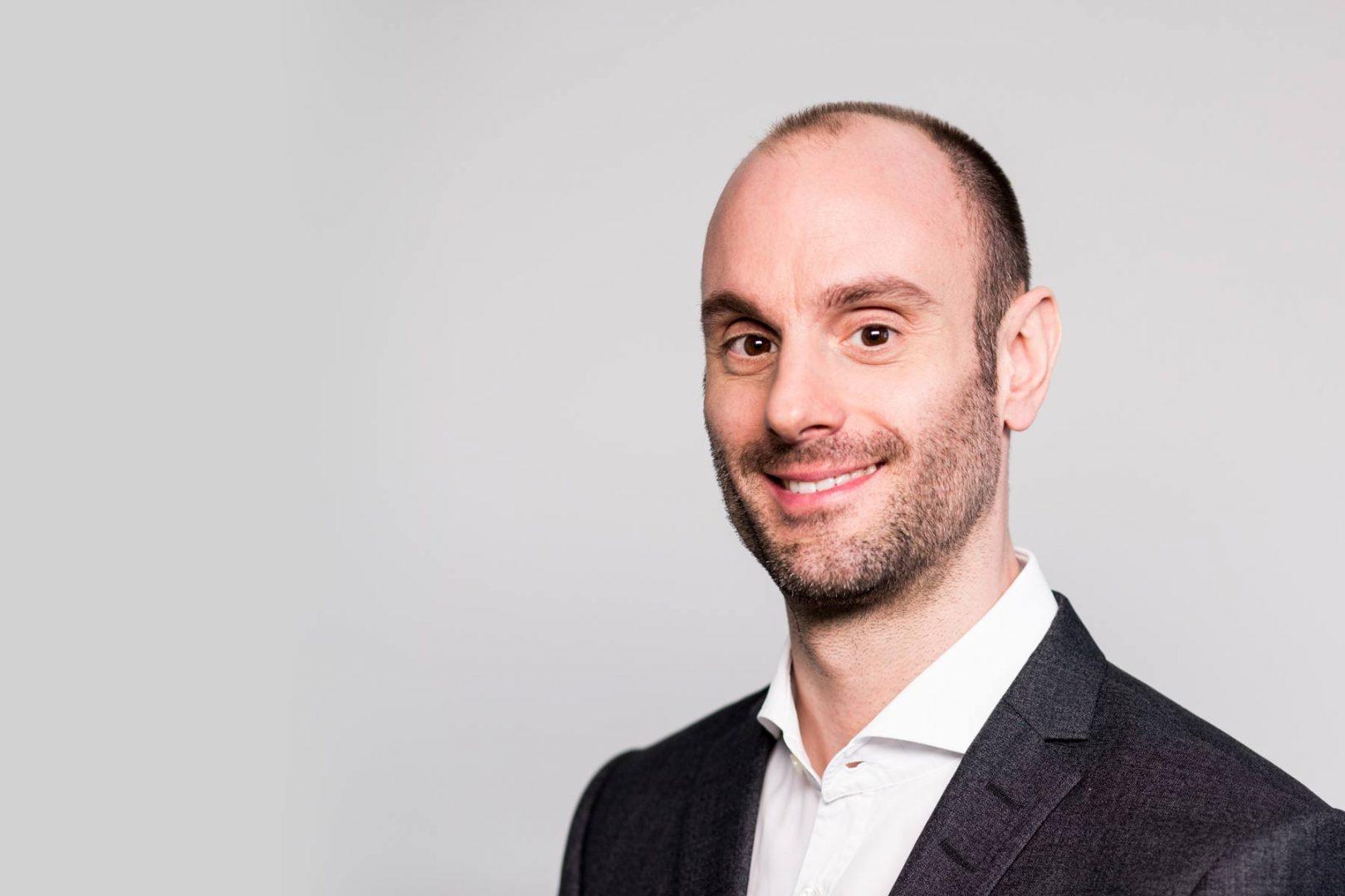 Dr. Markus Bechtold ist Zahnarzt für Parodontologie in Köln und Geschäftsführer der Kölner Zahnarztpraxis ZAHNKULTUR)