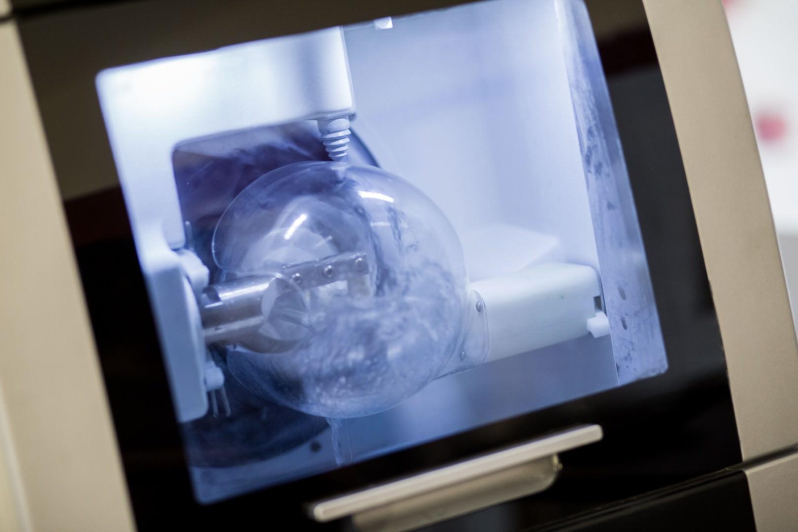 zahnmedizinisches Gerät im Labor