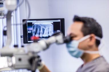 Wurzelbehandlung Köln - Stift-Aufbau bei einer Wurzelkanalbehandlung beim Zahnarzt