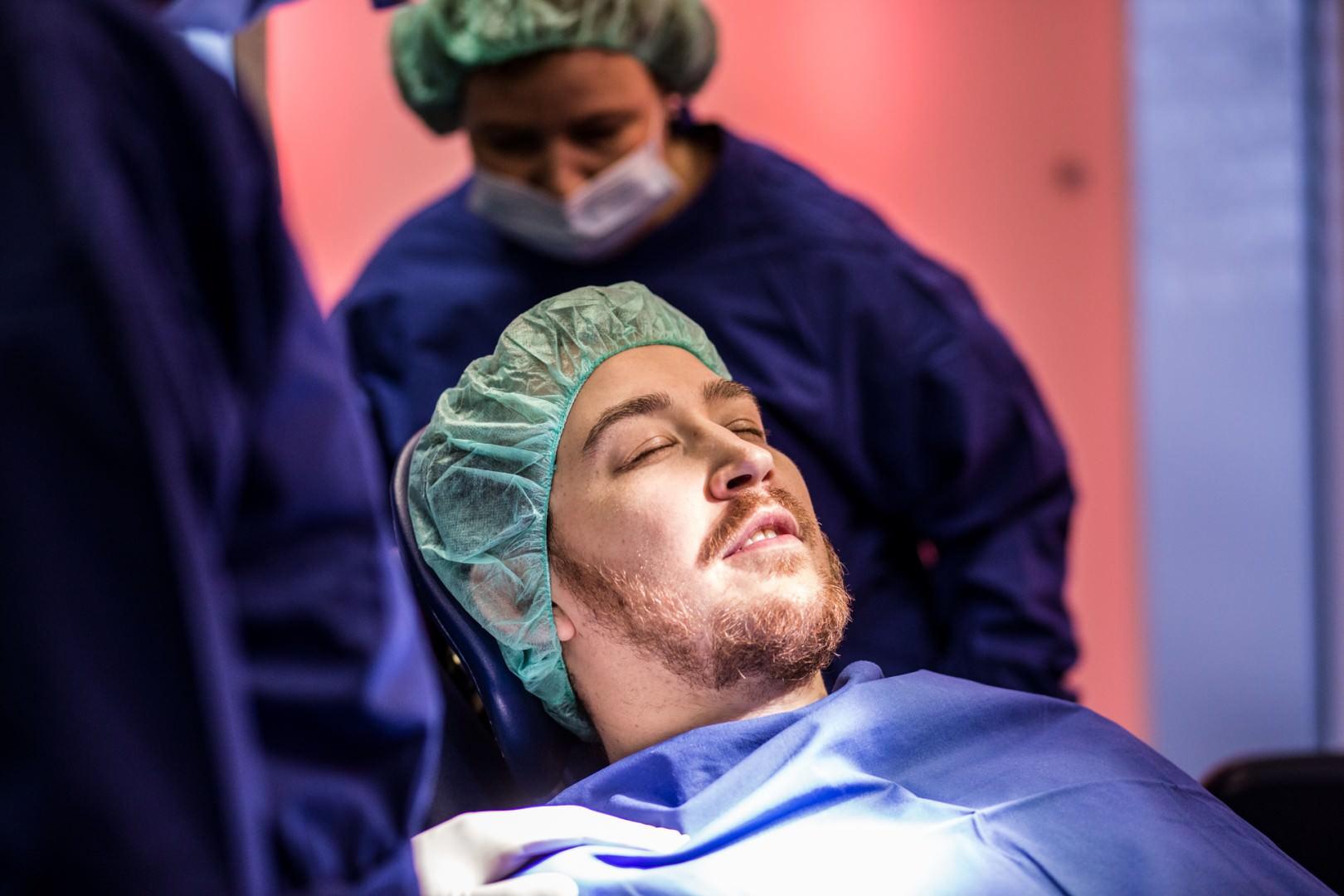 Zahnkultur Köln: Patient im OP
