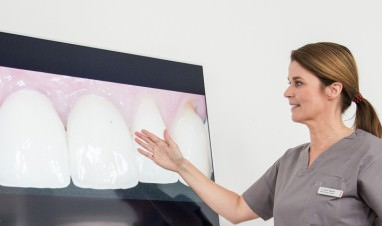 Zahnkultur Köln: Zahnärztin in der Beratung
