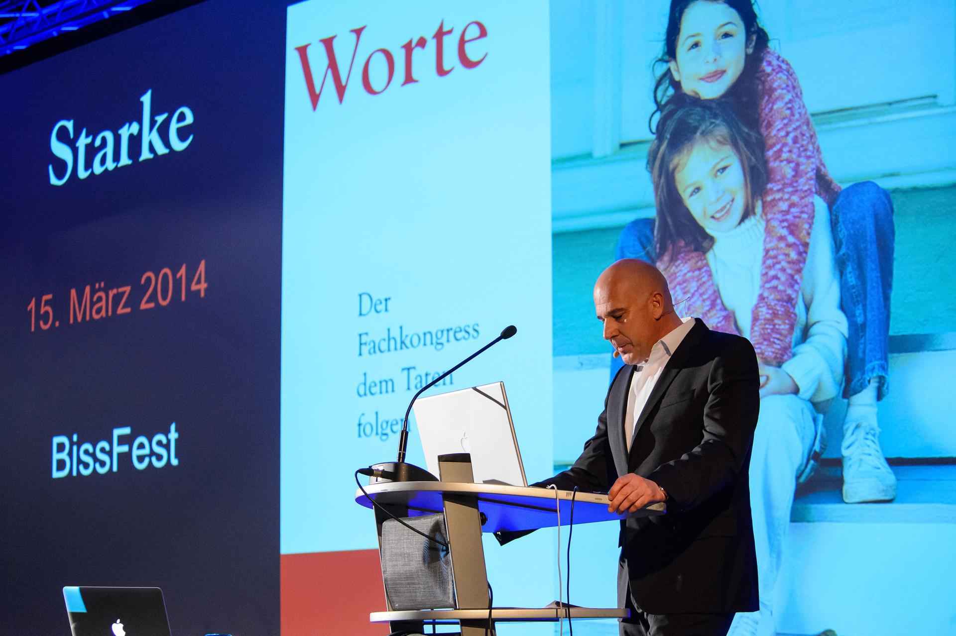 Zahnkultur Köln - Dr. Martin Schneider auf der Bühne