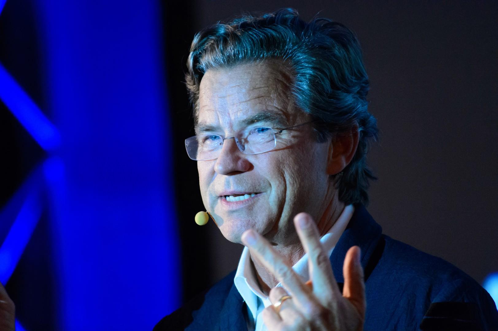Dr. Florian Langenscheidt spricht auf dem Kongress Starke Worte