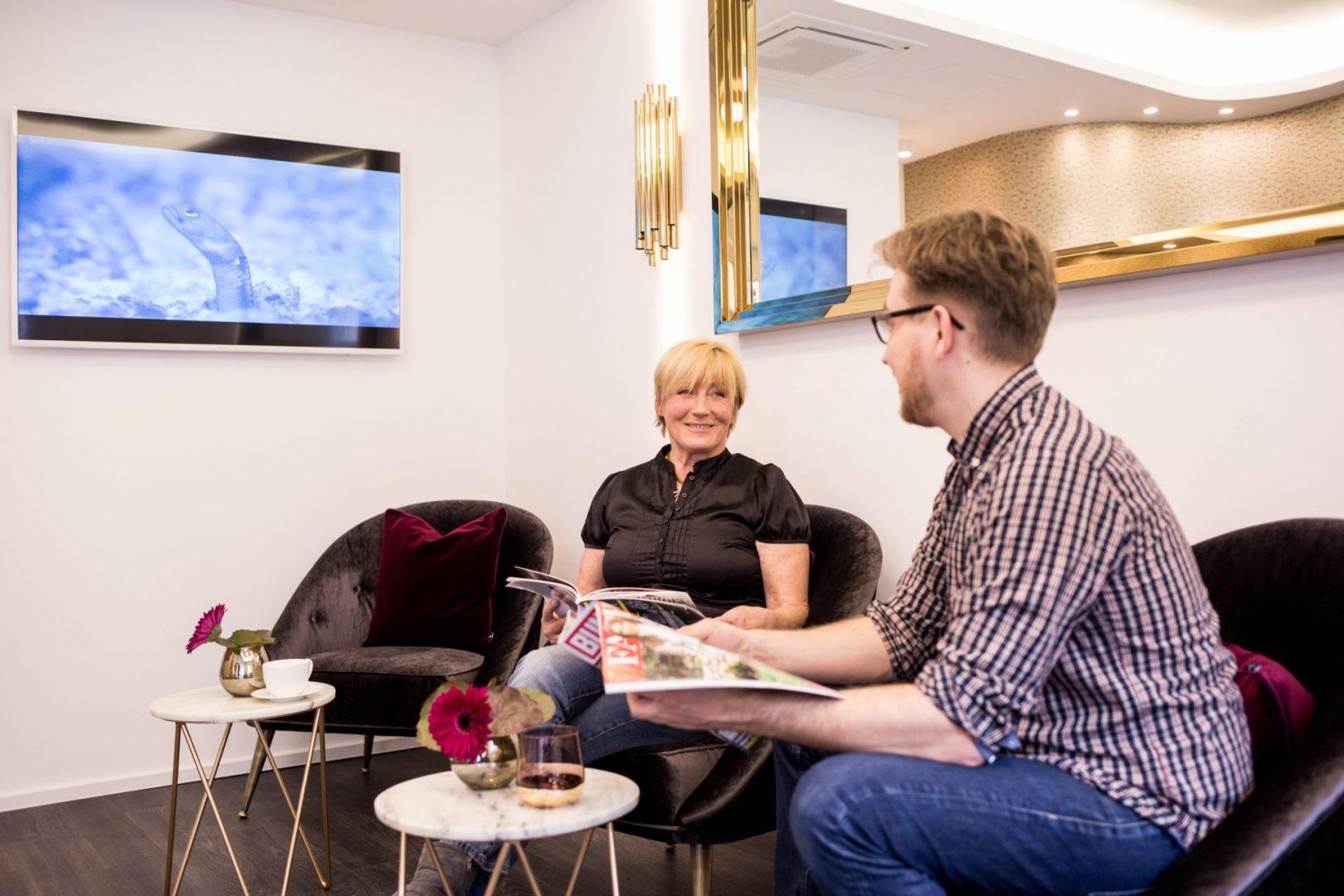 Zahnarzt Köln | In unserer Zahnarztpraxis uns warten Sie entspannt