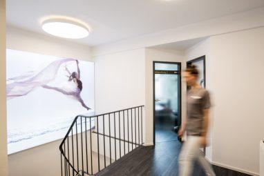 Zahnarzt Köln - Treppe in der Kölner Zahnarztpraxis Zahnkultur