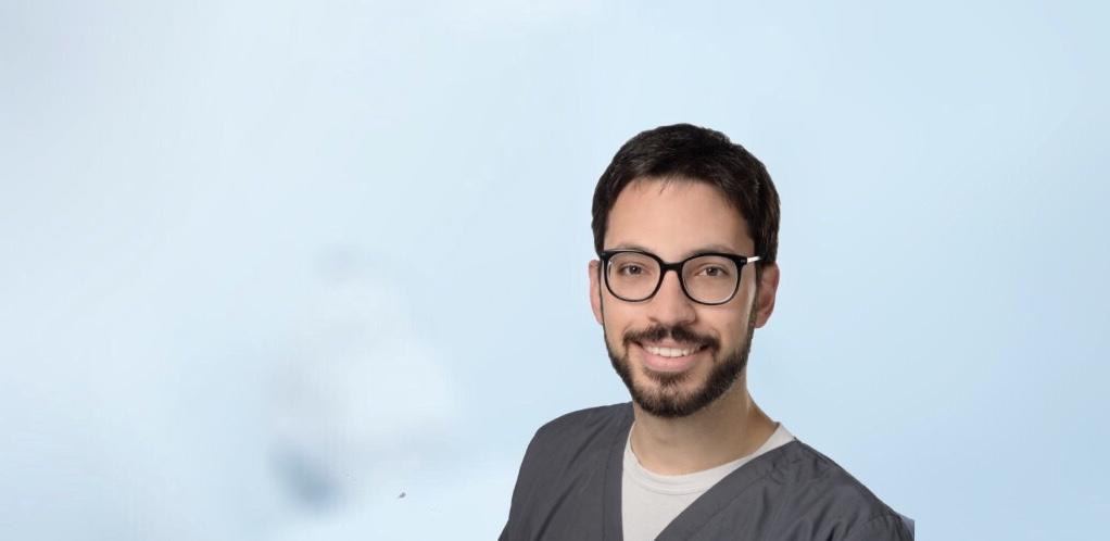 Dimitrios Protogeros ist Zahnarzt der Kölner Zahnarztpraxis ZAHNKULTUR)