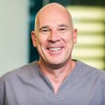 Dr. Martin Schneider ist Fachzahnarzt für Implantologie und Oralchirurgie und Geschäftsführer der Zahnarztpraxis Zahnkultur in Köln